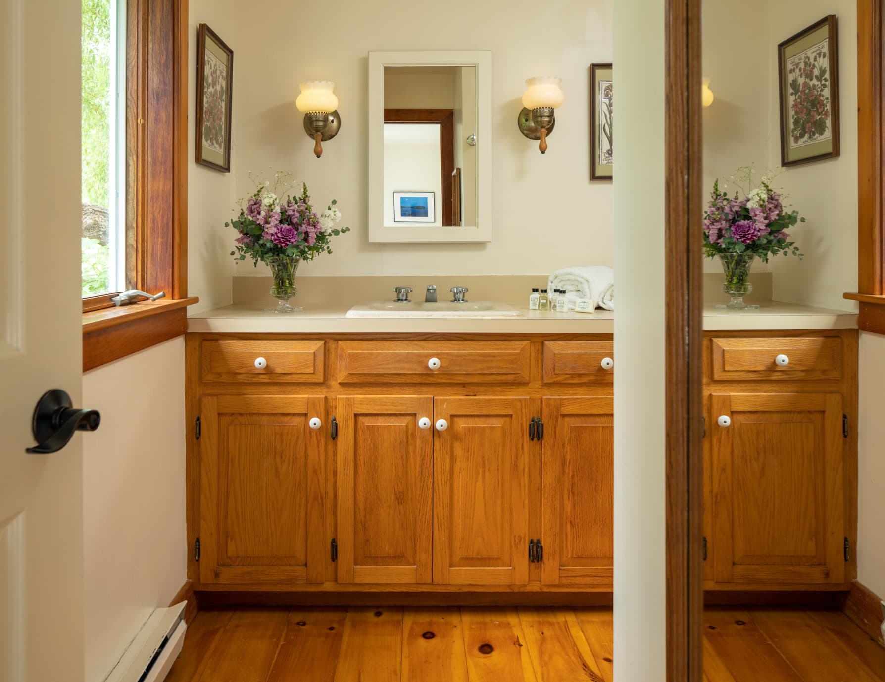 Cape House studio bathroom counter