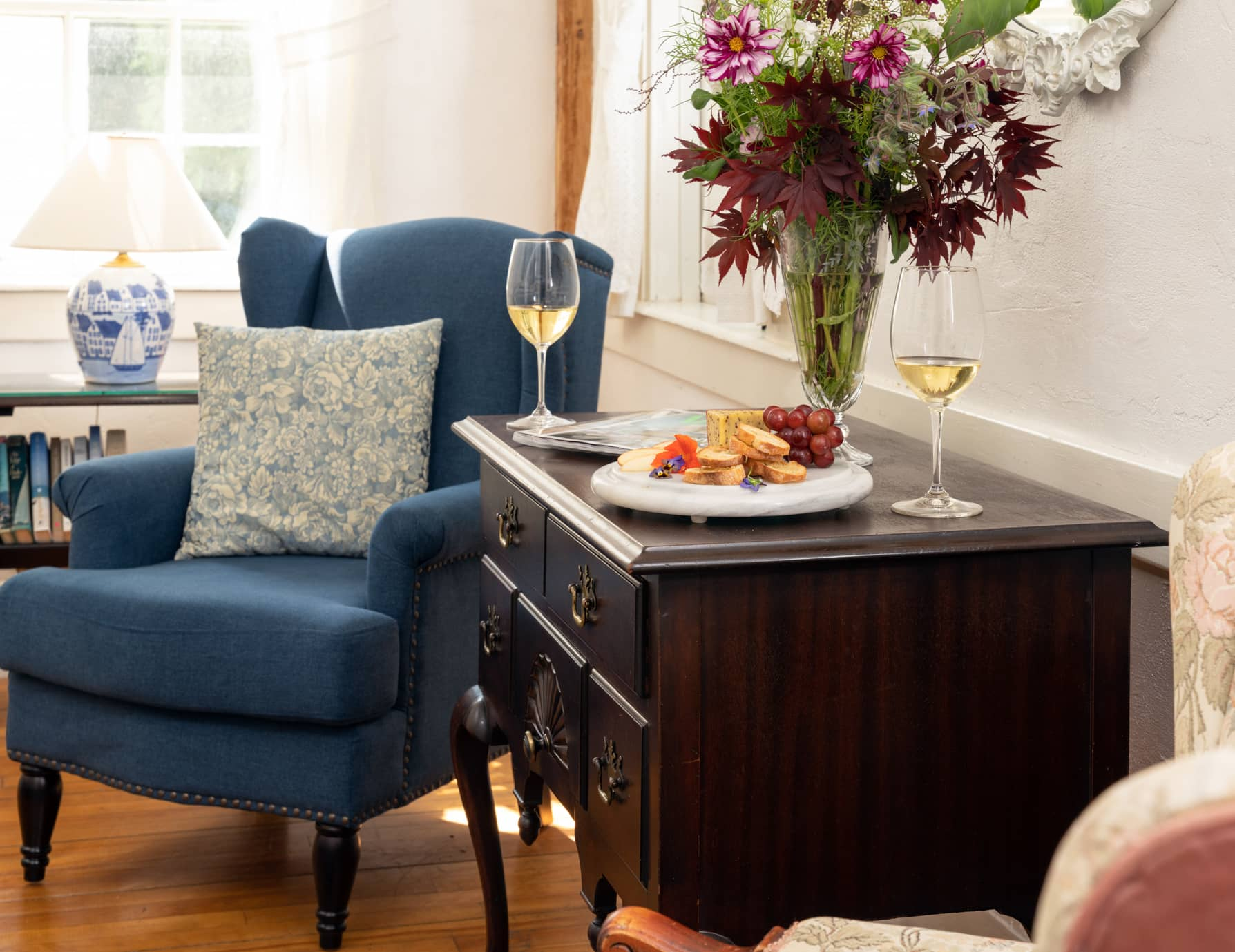 Room 1 seating area with a desk with wine and a cheese plate