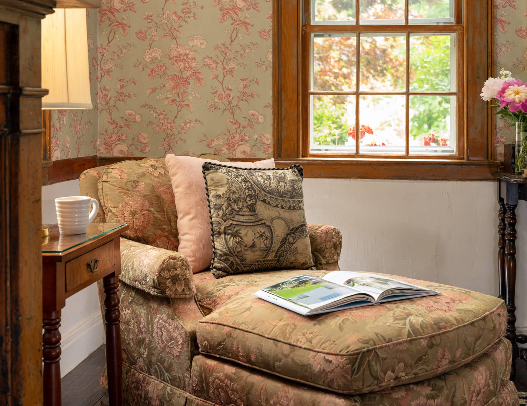 Room 11 reading nook with a chaise lounger