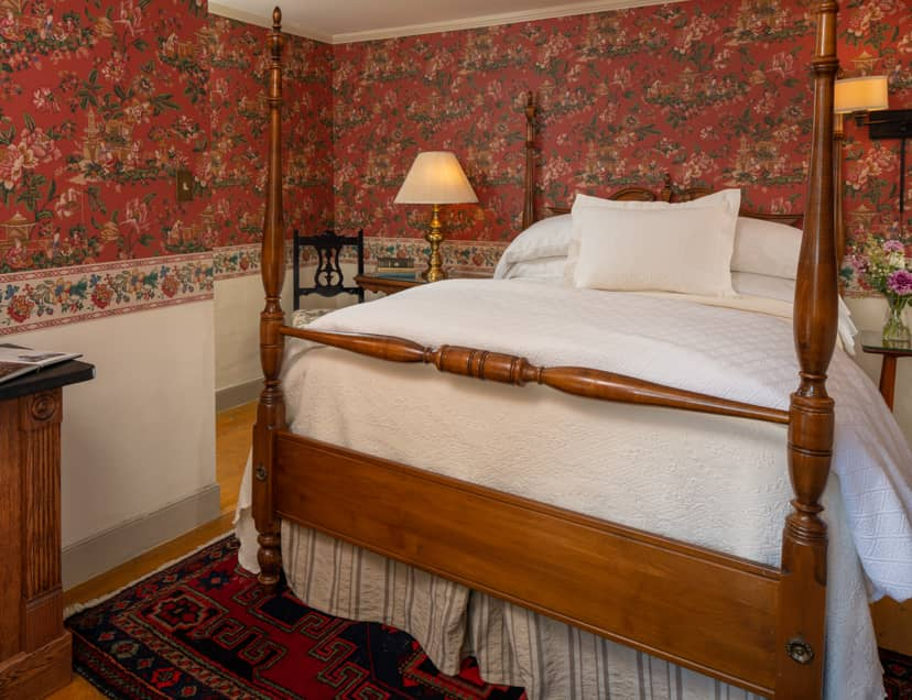 Double four poster bed in Room 2